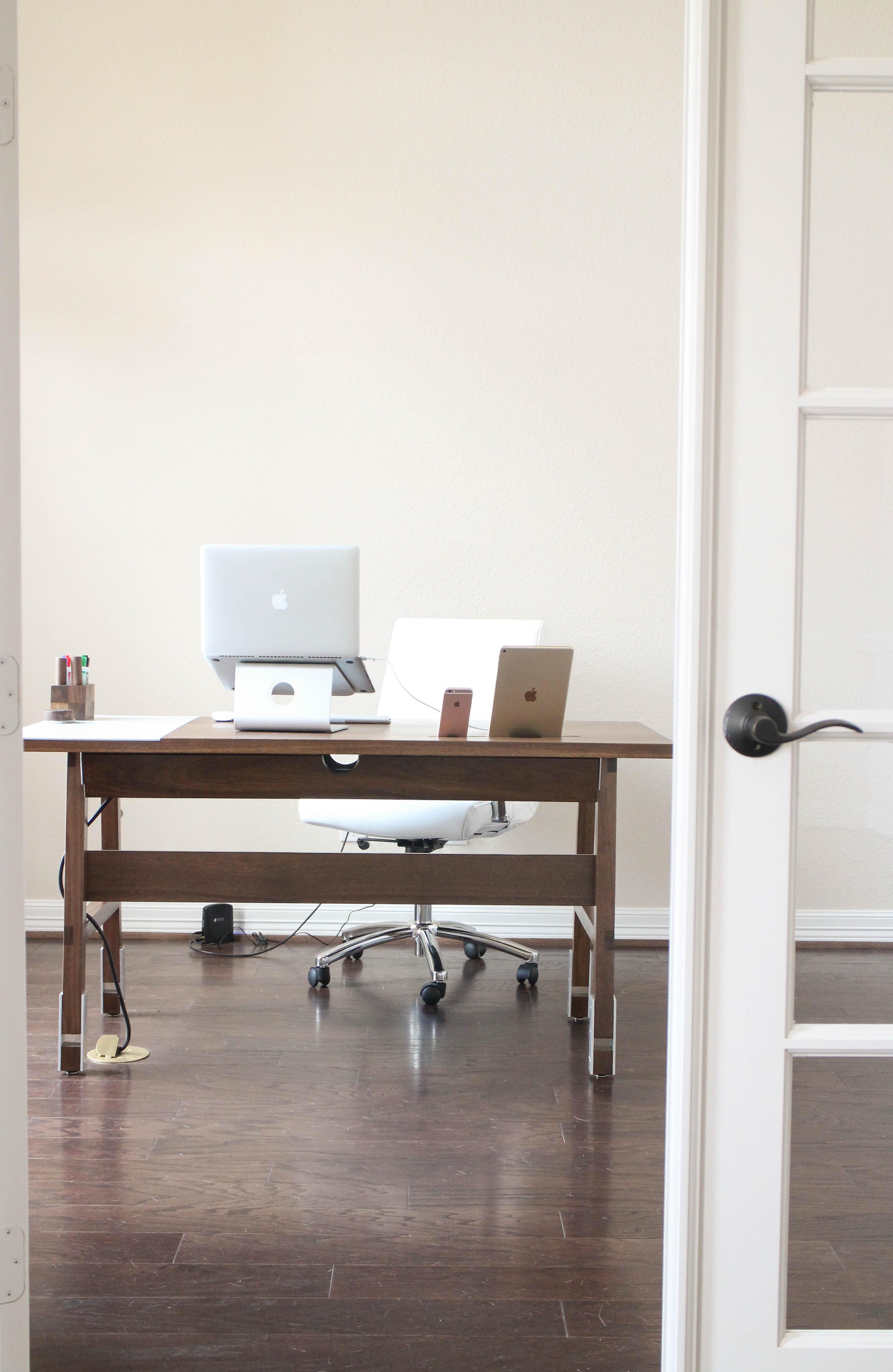 Desk1-1